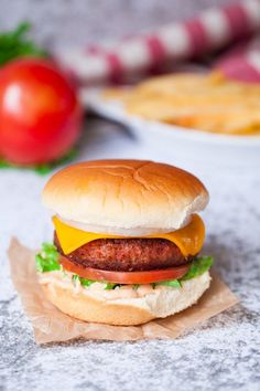 Vegan In-N-Out Style Burgers! Juicy, authentic vegan burgers with homemade secret sauce that taste even better than the real thing. Burger Recipes, Lunch Recipes, Vegetarian Recipes, Dinner Recipes, Pescatarian Recipes, Copycat Recipes, Healthy Recipes, Vegan Hamburger Buns, Vegan Burgers