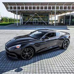 Aston Martin is known around the world as one of the premier luxury car makers. The Aston Martin Vulcan is a track-only supercar Aston Martin Vanquish, Carros Aston Martin, Aston Martin Cars, Dream Cars, My Dream Car, Maserati, Bugatti, Ferrari, Supercars