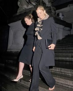 """Carolyn Bessette Kennedy HD on Instagram: """"• •19 May, 1999 •Carolyn Bessette and Rosemarie Terenzio •Newman's Own, George Award •Suit #yohjiyamamoto •Clutch #commedesgarcons •Shoes…"""""""