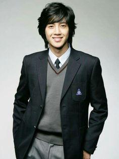 Kim Hyun Joong 김현중 ♡ SS501 ♡ adorable ^~^ ♡ long hair ♡ Kpop ♡ Kdrama ♡
