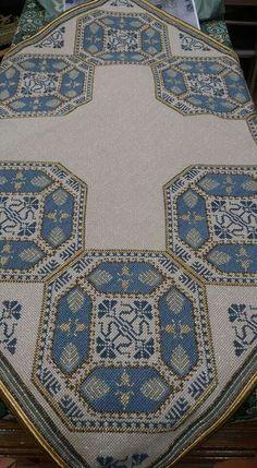 Cross Stitch Designs, Cross Stitch Patterns, Crochet Patterns, Needlepoint Stitches, Needlework, Cross Stitching, Cross Stitch Embroidery, White Crosses, Crochet Tablecloth