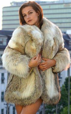 Fox Fur Coat, Fur Coats, Fur Fashion, Womens Fashion, Fabulous Fox, Moon Shadow, Fur Clothing, Female Supremacy, Great Women
