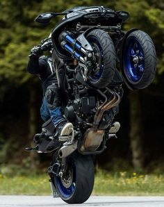 From a 20 ft long bike to a flying motorcycle, meet some of the most extreme designs of this two wheel passion. Trike Motorcycle, Moto Bike, Motorcycle Design, Bike Design, Design Cars, Concept Motorcycles, Yamaha Motorcycles, Cars And Motorcycles, Custom Motorcycles