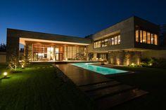 Luxurious brutalism: Villa Kiani in Iran