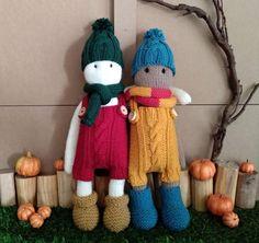 patrón de tejer doll set ii the oak folk knitting pattern ; strickanleitung doll set ii the oak folk knitting pattern Baby Clothes Patterns, Baby Knitting Patterns, Clothing Patterns, Hand Knitting, Dk Weight Yarn, Knitting For Beginners, Doll Set, Amigurumi Doll, Handmade Baby