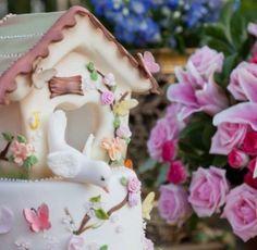 Olha que delicadeza esse bolo!