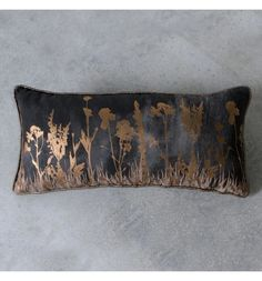 Bring a luxurious modern aesthetic to your living space with this Gold And Black Rectangular Wild Floral Row Cushion featuring a row of metallic gold flowers amidst a stormy black fabric. Floral Cushions, Printed Cushions, Cushion Pads, Cushion Covers, Luxury Loft, Gold Print, My Face Book, Black Decor, Gold Flowers