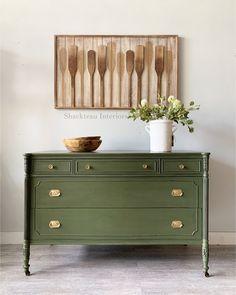 Milk Paint Furniture, Green Painted Furniture, Colorful Furniture, Furniture Projects, Vintage Furniture, Diy Furniture Flip, Restore Wood Furniture, Colorful Dresser, Painted Bedroom Furniture