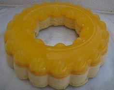 Ingredientes: 1 pacote de gelatina de ananás ou morango 5 ovos 6 colheres de sopa de açúcar 1/2 L leite 1 colher de sobreme...