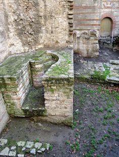 Arles: thermes romainsde Constantin. Bouches-du-Rhône