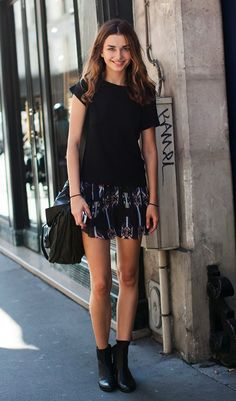 LE FASHION ANDREEA DIACONU BLACK TEE TSHIRT PRINT IKAT TRIBAL ISABEL MARANT SKIRT LEATHER ANKLE BOOTS LEATHER SATCHEL BAG BEAUTY HAIR FASHION WEEK MODEL OFF DUTY STYLE 4