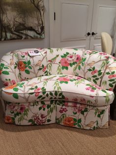 This GORGEOUS Settee from Pearson Furniture in the most amazing bold floral is a must do for spring trends. Use big, bold patterns on more than just throw pillows.  #StyleSpotted by Meredith Heron for Spring #HPMKT  2014