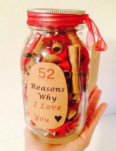 DIY - Valentijns cadeau: Schrijf op kleine kaartjes waarom je van hem/haar houdt.