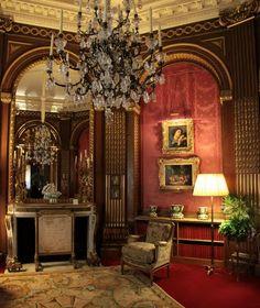Savonnerie Carpets in Waddesdon Manor Victorian Sofa, Victorian Interiors, Victorian Homes, Classic Home Decor, Classic Interior, Classic House, Beautiful Interiors, Beautiful Homes, English Manor Houses