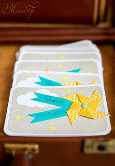 Faire-part format carte postale recto verso. Mini Scrapbook Albums, Diy Scrapbook, Mini Albums, Scrapbooking, Kite Party, Gris Taupe, Le Moulin, Communion, Baby Cards