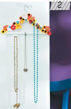 Cabideiro porta jóias. :)