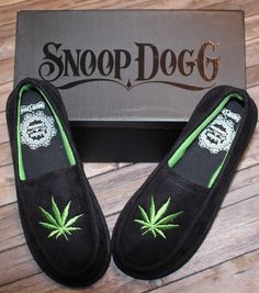 5b7c100d863 Snoop Dogg Weed Slippers Sz Sm Unisex (7-8) Black w  Marijuana