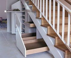 Stauraum unter der Treppe optimal nutzen - Optimal use of storage space under the stairs - the Staircase Storage, Stair Storage, Understairs Storage Ideas, Under Stairs Storage Drawers, Bedroom Storage, Secret Storage, Hidden Storage, House Stairs, Stairways