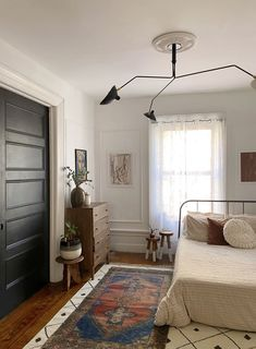 Thanks to Pocket Doors, This Renter Calls Her Home's Layout 'Optional Open Concept' New York City Apartment, Apartment Interior, Bedroom Apartment, Apartment Therapy, Bedroom Decor, Bedroom Inspo, Apartment Ideas, Bedroom Ideas, Living Room Photos