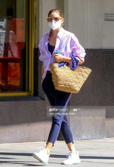 Olivia Palermo Street Style, Estilo Olivia Palermo, Fashion Face Mask, Petite Fashion, Star Fashion, Womens Fashion, Travel Style, Style Icons, Outfits