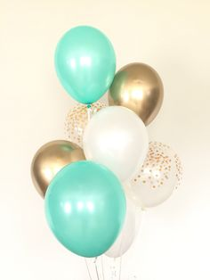 Mint and Gold Balloon Bouquet Mint Bridal Showers, Gold Baby Showers, Gold Wedding Decorations, Bridal Shower Decorations, Stage Decorations, Mint Gold Weddings, Orange Weddings, Color Verde Militar, Mint Party
