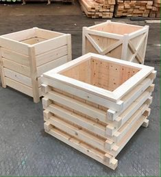 Wood Pallet Crafts, Diy Pallet Projects, Diy Wood Projects, Garden Planter Boxes, Wood Planters, Woodworking Furniture, Woodworking Projects, Wood Patio Chairs, Small Balcony Decor