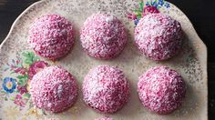 Jelly cakes - Double this recipe because a single batch is never enough! Yummy Treats, Sweet Treats, Cooking Competition, Jelly Cake, Food Shows, Meal Ideas, Food Ideas, Cooking Recipes, Tasty