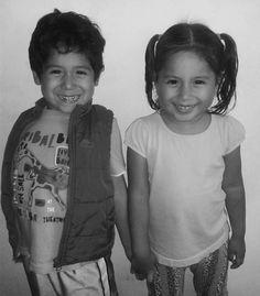 Mathías y Daniela. Dios! Cuánto amo a estos dos. Aman las pelas animadas la lectura  la música y también bailan.  La creatividad explota en ellos. Desde lejos se nota que serán personas maravillosas. Y si les pides también puedes estar en sus #oraciones antes de dormir. Realmente orgullosa de estos dos  #sobrinos #familia #sonrisas #curiosos #nobles #preguntones #querendones #cariñosos #despertadoreshumanos #traviesos