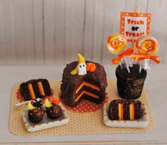 ~ This is a great Halloween set in 1:12 scale - perfect for your holiday collection! There is a chocolate cake with orange and yellow filling