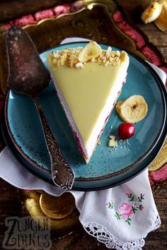 Kiba cake with Kiba mousse and white chocolate - tongue circus - banana cake - Easy Baking For Kids, Baking Recipes For Kids, Easy Cake Recipes, Dessert Recipes, Cake Baking Videos, Streusel Coffee Cake, Kid Desserts, Summer Desserts, Food Cakes
