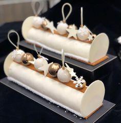 Buche noel Small Desserts, Fancy Desserts, Xmas Food, Christmas Desserts, Paan Ice Cream Recipe, Jelly Roll Cake, Luxury Cake, Candy Drinks, Log Cake