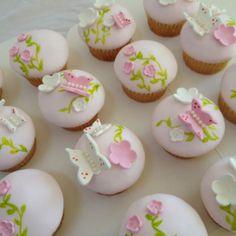 Butterfly cupcakes Cupcake Art, Cupcake Ideas, Cupcake Cakes, Butterfly Garden Party, Birthday Ideas, Birthday Parties, Butterfly Cupcakes, More Cupcakes, Cake Baby