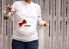 Adorable costume idea for someone that's pregnant!