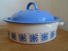 True Blue, a retro 70's enamel cooking pot.