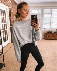 Fall Outfits, Cute Outfits, Fashion Outfits, Gym Outfits, Leggings Outfit Winter, Pants Outfit, Black Leggings, Cute Workout Outfits, Gym Clothes Women
