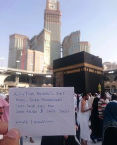 Semoga Yang Meilihat Photo ini Allah Sgerakan ke Baitullah bersama orang-orang tercinta.. Aamiin . Siapa yang akan Jamaah ajak kesana.? Tagnorangnya . Foll9w @MekahMadinahID @MekahMadinahID . By @sabarlahdiriku Mecca Madinah, Mecca Kaaba, Mecca Wallpaper, Islamic Wallpaper, Islamic Qoutes, Islamic Inspirational Quotes, Allah Islam, Islam Muslim, Al Masjid An Nabawi