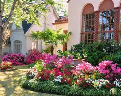 Our Guide to a Charming Tyler Weekend...Tyler's Azalea and Spring Flower Trail....simply beautiful!!!
