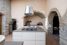 Quando il #Design incontra il #Country...in #Toscana si parla di Aurora Cucine e della sua nuova #Essence, laccata a poro aperto con top in #marmotex.  Le linee #essenziali di questa #cucina in perfetta armonia con il contesto rurale, danno valore a ogni dettaglio! Clicca per vedere più foto!