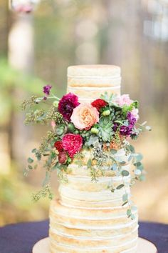 Pretty naked cake: http://www.stylemepretty.com/michigan-weddings/detroit/2015/04/24/elegant-woodland-wedding-inspiration/ | Photography: Sarah Dunn - http://www.sarahelizabethdunn.com/