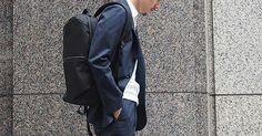 通勤スタイルの新定番。オン・オフ使えるビジネスリュックに大人が夢中 | メンズファッションマガジン +CLAP Men