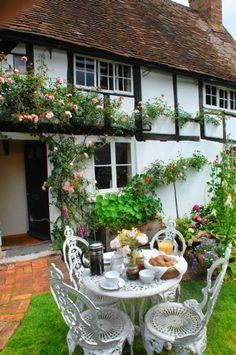 Tea time in Cottage Garden Garden Cottage, Cozy Cottage, Cottage Homes, Cottage Style, Home And Garden, Cottage Living, English Country Cottages, English Country Gardens, English Countryside