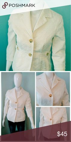 Blazer PETITE 3/4 Sleeve Banana Republic Petite Blazer Looks Great With All Kinds of Chic Outfits! Ivory White with 3/4 Sleeves, Single Breast Buttons Banana Republic Jackets & Coats Blazers