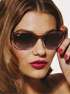 ray ban Usando Óculos, Moda Feminina Dos Anos 80, Moda Adolescente, Sapatos  Fashion 3cea531100