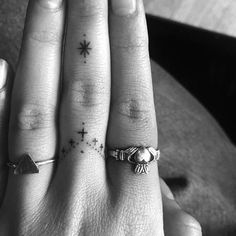 cute finger tattoos are fashion in the young tattoos, little tattoos, finge. - cute finger tattoos are fashion in the young tattoos, little tattoos, finger tattoos 23 ~ ther - Girl Finger Tattoos, Finger Tattoo For Women, Hand Tattoos For Women, Finger Tattoo Designs, Tattoo Finger, Tattoo Trend, 1 Tattoo, Tattoo Motive, Tiny Tattoos For Girls