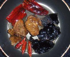 Salsa de Cuatro Chiles-chile de arbol, chile ancho, chipotle y Pasilla o morita tostaditos y Rico para las fajitas