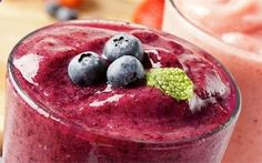 ~ The Red Smoothie Detox Factor diet plan is a brand new detox smoothie program created by Liz Swann Miller. In it contains healthy weight loss smoothie recipes that will satisfy every craving from… Fruit Smoothies, Detox Smoothie Recipes, Protein Shake Recipes, Breakfast Smoothies, Healthy Smoothies, Healthy Snacks, Healthy Fats, Nutribullet Recipes, Detox Drinks