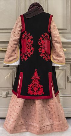 Epirus Greek Traditional Dress, Traditional Outfits, Greek Costumes, Dance Costumes, Folk Clothing, Historical Clothing, Greek Dress, Authentic Costumes, Wedding Inspiration