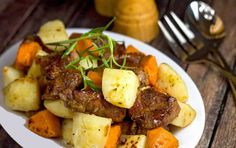 The Midnight Baker: Slow Cooker Maple Roasted Pork with Potatoes Crock Pot Food, Crock Pot Slow Cooker, Slow Cooker Recipes, Crockpot Recipes, Cooking Recipes, Slow Cooking, Crock Pots, Crockpot Dishes, Pork Stew