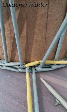"""Плетение из газетных трубочек: Узор """"крестики"""" одинарной трубочкой внутри. Нечётное количество. Круглая форма. Newspaper Crafts, Diy Home Crafts, Basket Weaving, Crafty, Quilts, Newspaper, Hampers, Button Art, Paper Envelopes"""