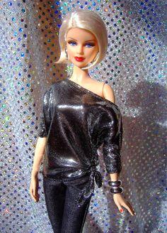 Barbie Basics Red in Silver Fashion 2020, Fashion Show, Fashion Outfits, Barbie Clothes, Barbie Dolls, Barbie Basics, Face Mold, Glamour Dolls, Leaf Crafts